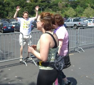 Just as we're getting close to the finish line a crazed fan gets Nahleen's attention. Luckily her body guard was at her side in case he wanted more than an autograph.